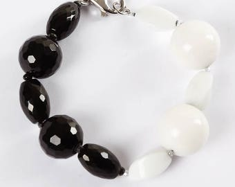 Bracelet with Black Onyx and white agate