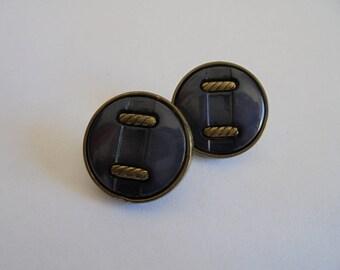 Round 18 mm vintage plastic button