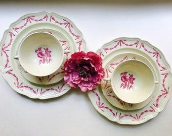 Set of 2 Vintage Wedgwood China Dinner Plates, Soup bowls & Saucer - Williamsburg Husk