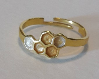 Honeycomb / molecule silver plated ring with honey yellow + pearl detail. Jewellery. Adjustable to fit.