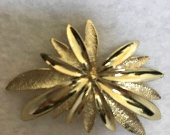 Brooch Sarah Coventry - Splatter/Starburst Design 1970's Goldtone