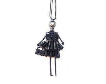 Doll pendant necklace - black