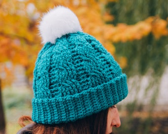 Knitted hat/ Hand knitted/ Hat with pompom
