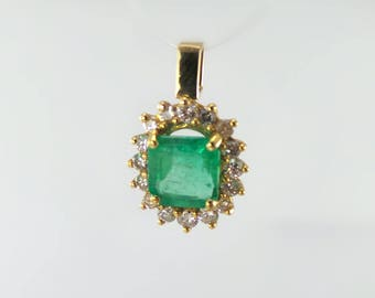 Yellow Gold Pendent with one princes cut Columbian Emarald
