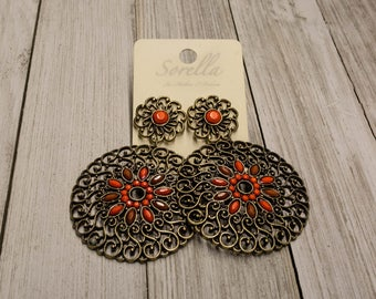 Beautiful, Tribal-Style Earrings with Orange Beading (Gold)