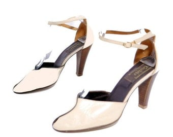 Size 7.5 8 // Vintage Coccini Shoes// Made in Italy High Heel Ankle Strap Neutral Color Pumps// 204
