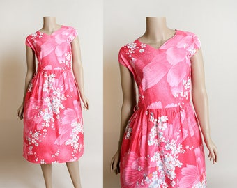 Vintage Hawaiian Dress - Handmade 1980s Floral Hawaii Tropical Tiki Dress in a 1950s Style - Hot Pink and White Flowers - Small