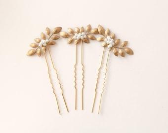 Gold leaf hair pins, Golden hair clip set, Pearl beads, Wired headpiece, Woodland bridal hair, Minimalist bridal - SET of 3
