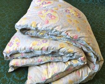 Comfy Vintage Floral Eiderdown Quilt