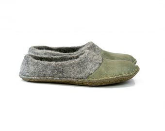 Handmade Gray slippers shoes whit natural leather soles Rustic look wool shoes Handmade felted wool slippers womens
