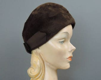 Vintage Brown Plush Felt Hat, Rounded Top with Bow in back, fits 21 inch head, 1950s 1960s