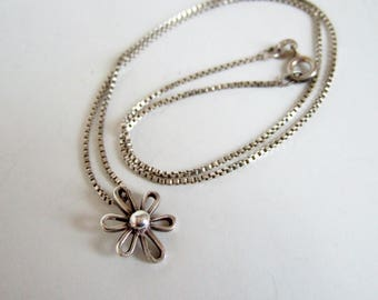 Real Silver Flower Pendant - Vintage 1980s Pendant Necklace on Box Chain in 925 Silver