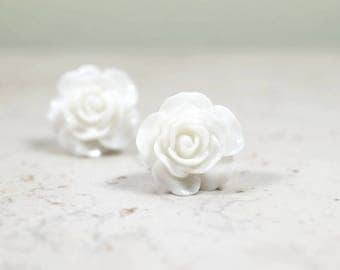 Bright White Flower Earrings on Stainless Steel, Pretty Posts for Sensitive Ears, White Roses, Mod Studs 14mm