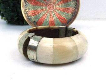 white bone bracelet. silver metal hinge. oversize bracelet. vintage jewelry. boho jewelry. bohemian jewelry. horn bracelet. bangle bracelet