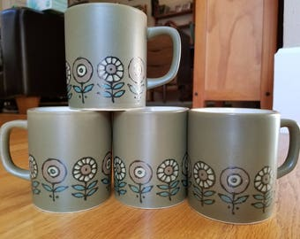 Vintage EUC Like New Howard Holt HH Set of Four 4 Ceramic Coffee Tea Cocoa Mugs Japan Japanese Daisy Sunflower Botanical Garden Olive Green