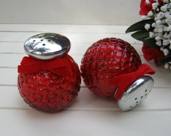 Avon Ruby Red Powder Shakers - Unforgettable - Diamond - Oak Hill Vintage