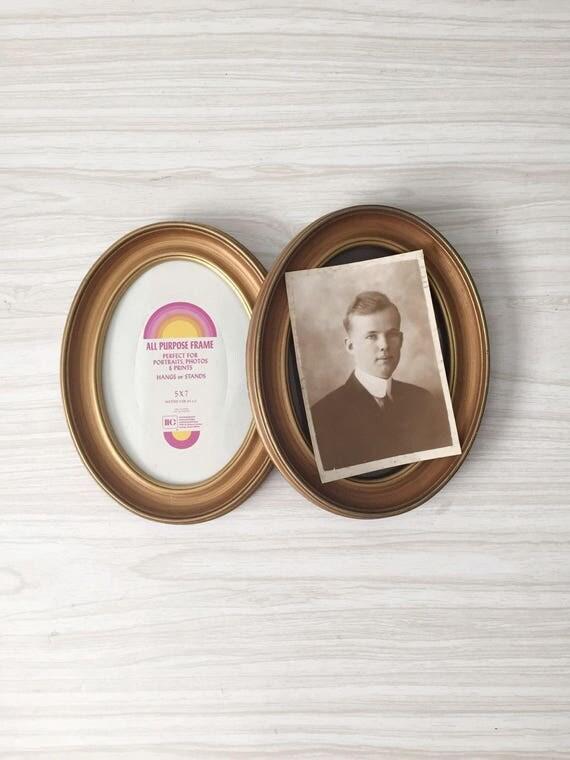 vintage set of gold brown oval picture frame / 1 frame