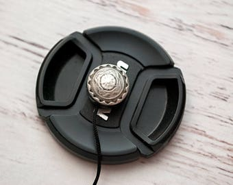 Lens Cap Holder - DSLR Camera - Lens Cap Leash - Camera Accessories - Nikon Camera - Lens Cap Holder - Photographer Gift -  Medallion
