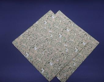 Mistletoe on Gold, Christmas Dinner Napkins, Holiday Napkins, Floral Napkins, Hostess Gifts, Newlywed Gifts, Set of 2