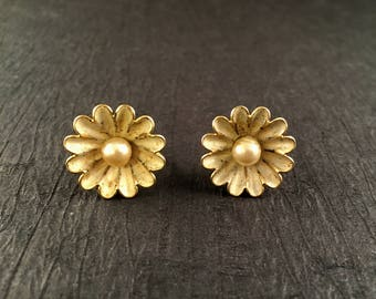Gold and White Daisy Screw on Earrings with Faux Pearl Center and White Petals, .75 Inches Diameter, Vintage Gold and White Flower Earrings