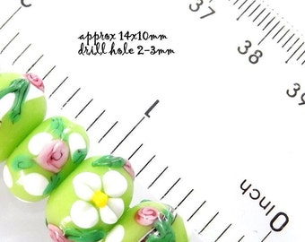 Green Lampwork Glass Flower Beads Rondelle 14mm Daisies, Roses 1 new strand 20 pcs