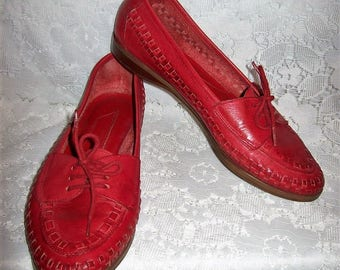 Vintage Ladies Red Woven Leather Front Tie Loafers Slip Ons Flats Size 7 1/2 Only 8 USD
