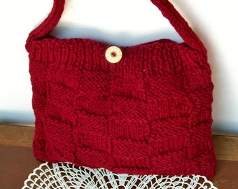 Hand Knit BASKET WEAVE PURSE Handbag Vintage Bakelite Button Dark maroon / Cranberry