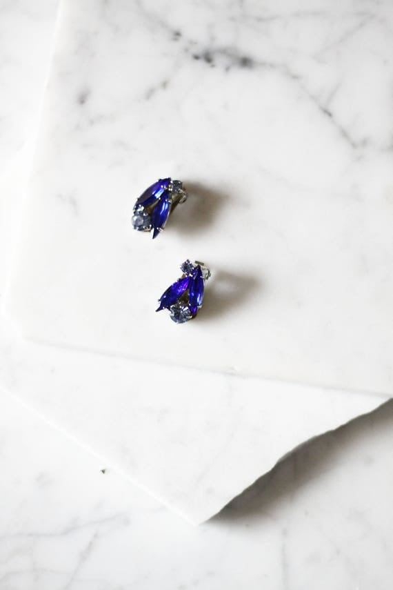 1960s blue rhinestone earrings // 1960s earrings // vintage earrings