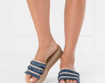 boho women sandals,fringe sandals,trendy sandals,bohemian chic sandal,flatform sandals,comfortable sandals,slip on sandals,fringe flatforms