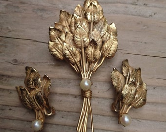 Vintage brooch and earrings set by star with real Pearls