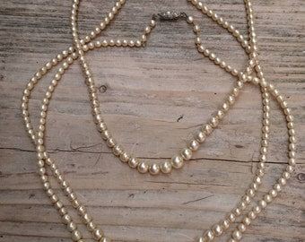 Lot of three glass Pearl necklaces