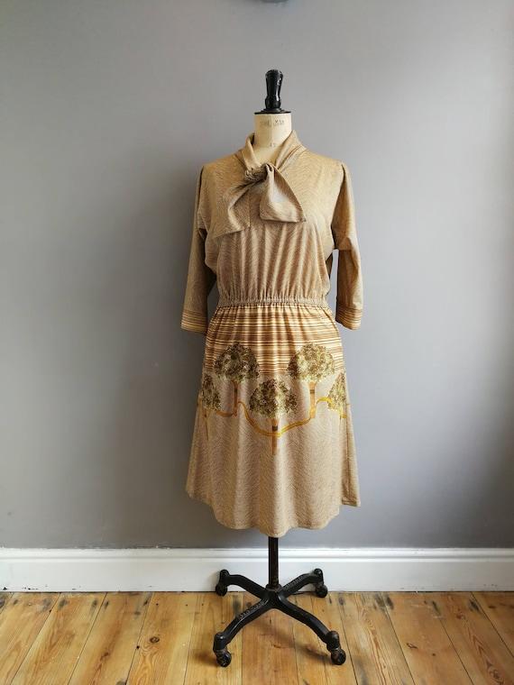 70s brown midi dress // dress wirh tree print  // 70s boho dress // forest scene dress // brown midi day dress / trees / UK 12 U.S 8