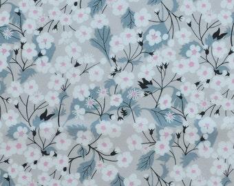 Liberty Tana Lawn fabric Mitsi E - scrap 5x10'' light grey - NEW Colour