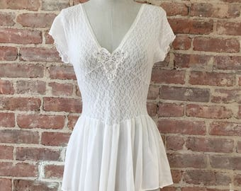 S/M / Lace babydoll / Vintage Lingerie / Boudoir / White Negligee / Short Nightie Nightgown