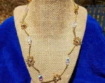 Iridescent white and gold necklace