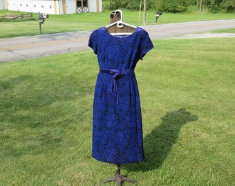 "Vintage 1950s 1960s sheath dress purple floral seersucker Carol Brent 39"" bust  34"" waist damask brocade satin jewel pin (123115)"