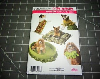 UNCUT Simplicity #3960 Dog Coat and Beds Pattern 2006