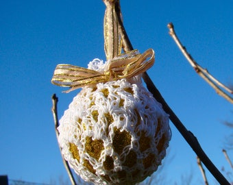 Retro Crochet irish lace bauble -Glitter Gold