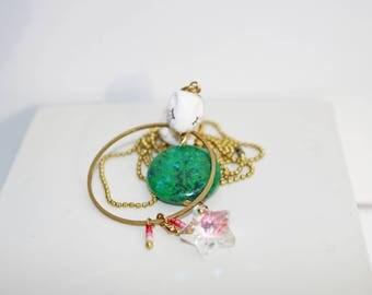 collier sautoir Hubert mon petit hamster sur un pendentif pierre verte