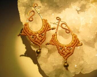 Gypsie beige macramé earrings in copper