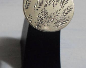 "ring ""leaves"" engraved"