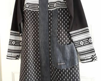 Vibrant black, white tunic and jeans button Mademoiselle Lou