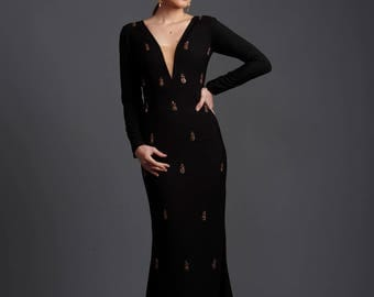 Elegantes, besticktes Designer- Kleid / Embroidered Low Neck Fitted Gown - Maßanfertigung