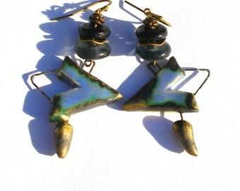 Boucles d'oreilles céramique, rustique verre recyclé Krobo Ghana terre bronze primitif urbain tribal ooak Bretagne bleu gris noir