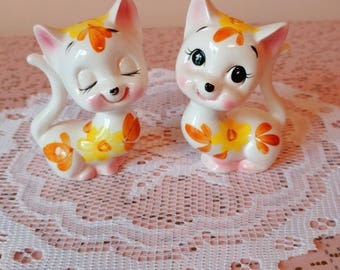 Vintage cat salt and pepper shakers