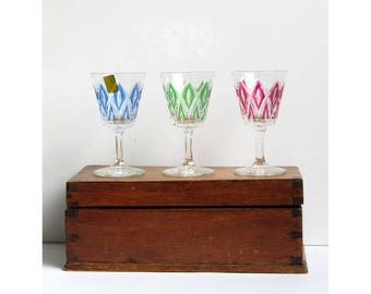 Set of 3 dessert wine glasses vintage diamond cut crystal and hand painted green, red and blue, star shape cut on foot VMC Reims France