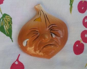 Crying Onion Vintage refrigerator magnet anthropomorphic vegetable retro kitchen decor mid century plastic fridge decoration