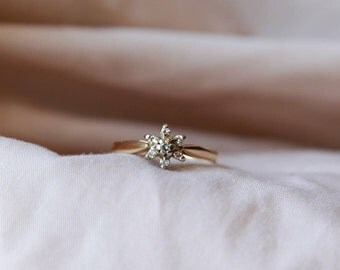 Classic and feminine vintage 14K yellow gold Diamond cluster ring