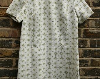 Vintage shift dress handmade1960s pale green size 12 medium