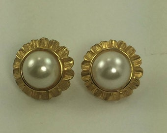 Vintage pearl earrings and gold